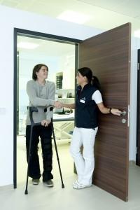 crutches-538883_1280