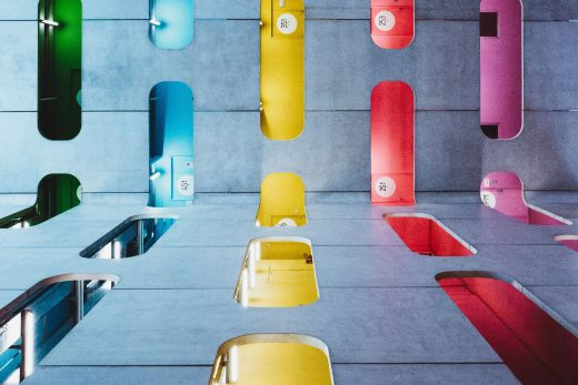 étages d'un immeuble en couleur