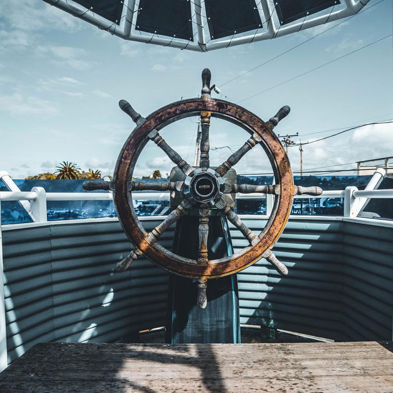 photo de la barre d'un bateau