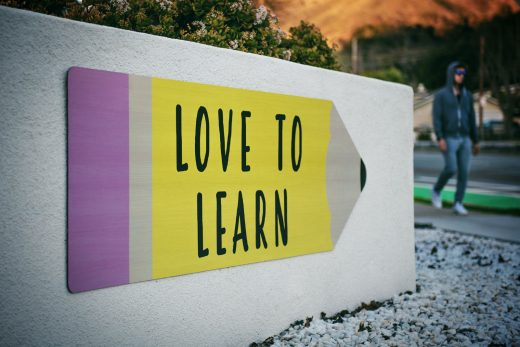"Affiche ""Love to learn"" en forme de crayon"